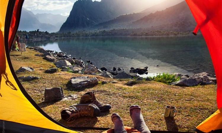 ¿Como proteger los pies en un campamento?