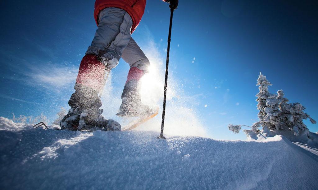 ¿Cómo improvisar unas raquetas de nieve?
