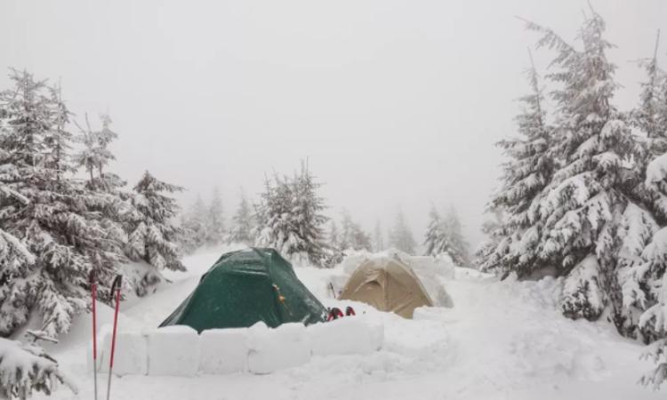 ¿Como armar una casa de campaña en la nieve?