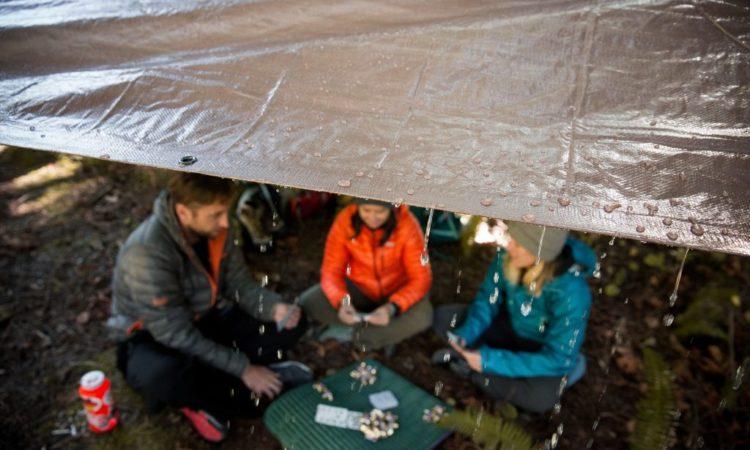 8 tips para acampar bajo la lluvia