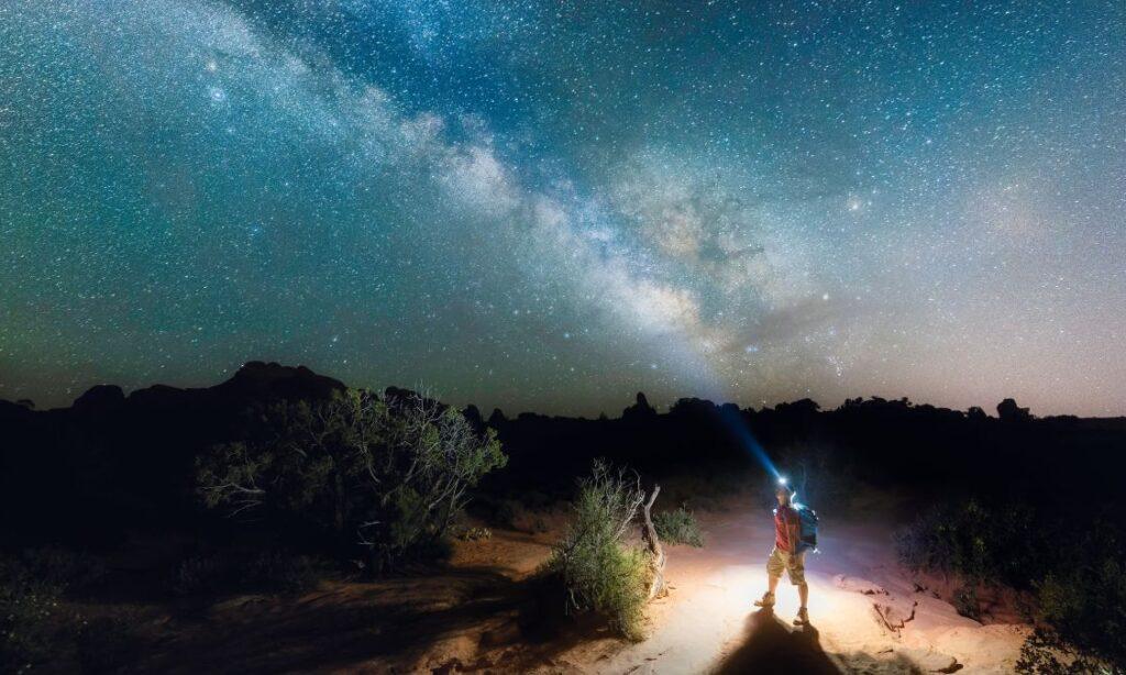 ¿Cómo hacer fotografías nocturnas en el campamento?