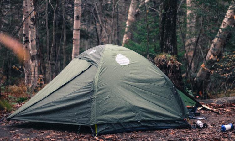 La guía definitiva para acampar bajo la lluvia.